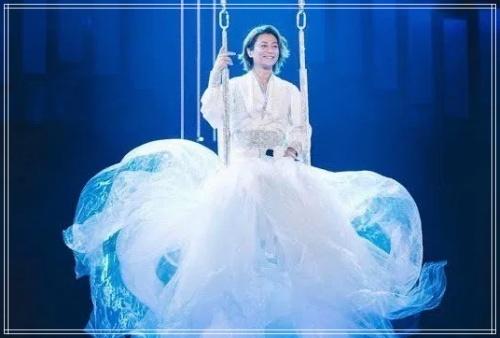 氷川きよし ジェンダー 女装 オネエ インスタ ドレス