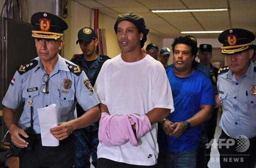 ロナウジーニョ 現在 詐欺 破産 逮捕 パスポート 偽造 ファンタジスタ マネーロンダリング