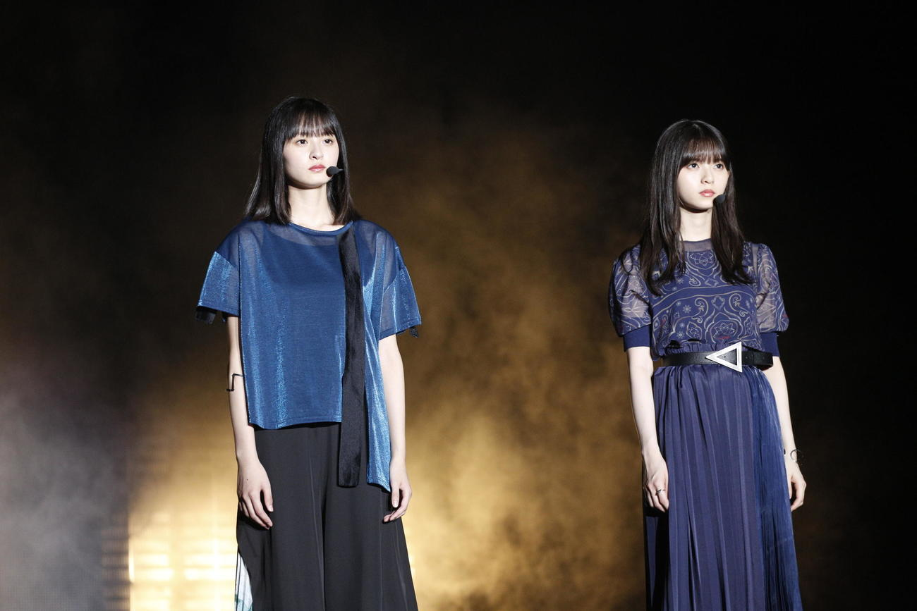 齋藤飛鳥 遠藤さくら スタイル 細い 全身 デニム 衣装 ファッション 雑誌 表紙 モデル 筋肉 足長い