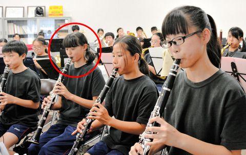 吹奏楽部 クラリネット 中学 高校 遠藤さくら スタイル 細い 全身 デニム 衣装 ファッション 雑誌 表紙 モデル 筋肉 足長い